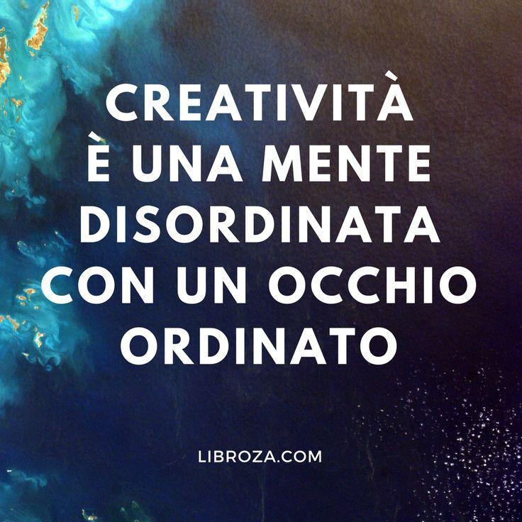 Creatività è una mente disordinata con un occhio ordinato