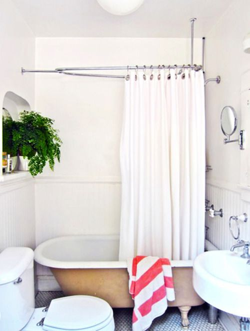white w/ pops of color... love the plant!: Bathroom Friends, Bathroom Inspiration, Bathroom Modern Ess, Half Bath, Clawfoot Tubs, Dreams Bathroom, Small Bath, Tile Bathroom, Bath Rooms