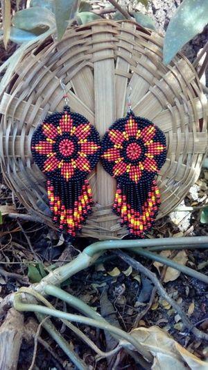 Artes Gaia - Acessórios de Miçangas. Brinco Mandala de Miçangas. Artesanal e Alternativo. Inspiração: arte indígena norte-americana. Para mais informações, clique na foto!!