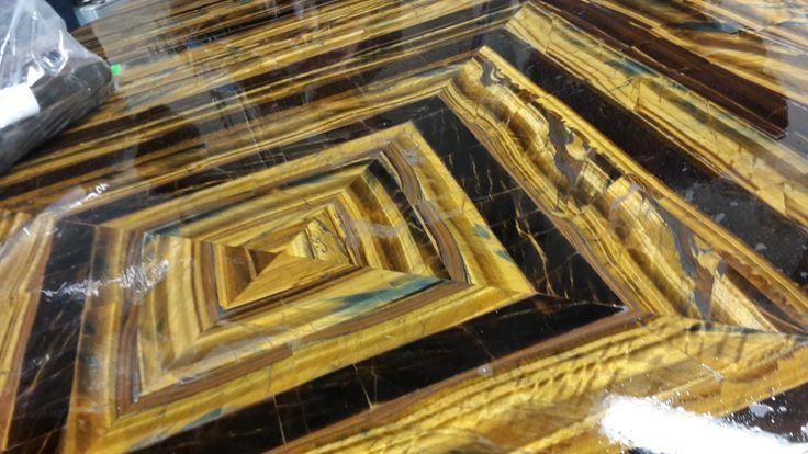 Un tavolo realizzato con la pietra #occhioditigre una delle più dure al mondo