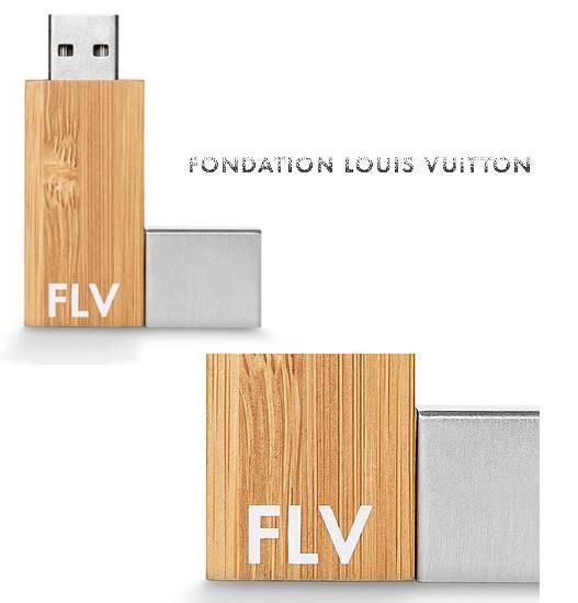 BUYMA.com パリ限定【Fondation Louis Vuitton】USBメモリー(17580444)