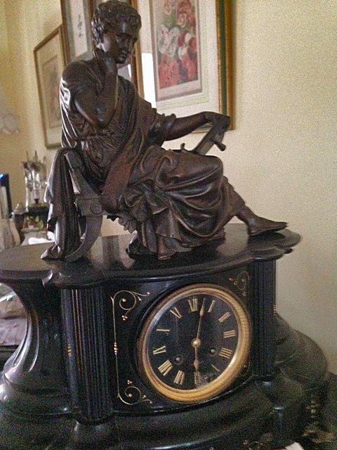 Black Mantel Clock with Bronze Statue   Schweitzerlinen