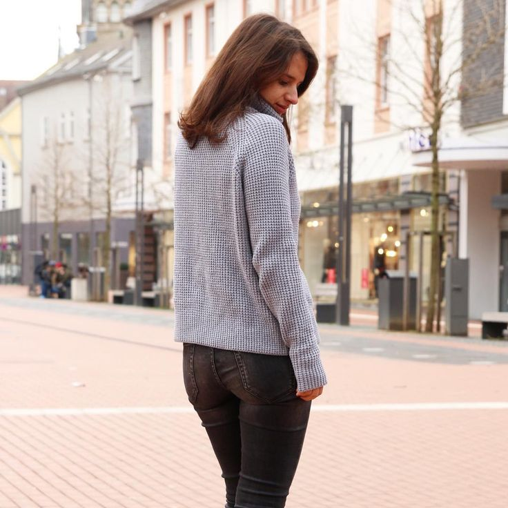 Warm sweater for cold days. Winter style, outfit