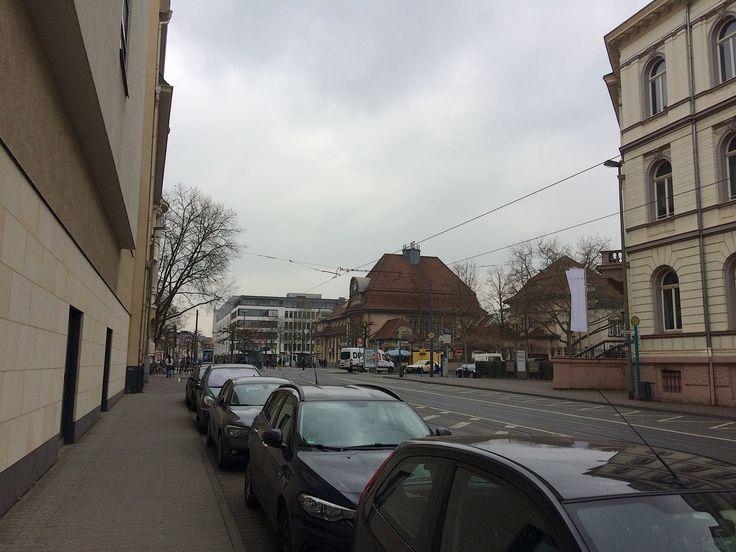 Privatdetektivische Einsätze in #Frankfurt am Main. Auf die spezifischen Gegebenheiten der Dreiviertelmillionen-Großstadt Frankfurt gilt es sich einzustellen beim #Beschatten. Nicht selten wechselt die Zielperson im Verlauf einiger Beobachtungsstunden fließend zwischen der Fahrt im PKW, #Taxi, #Fahrrad und mit den öffentlichen Verkehrsmitteln Frankfurts S-Bahn, U-Bahn, #Straßenbahn und #Bus […]