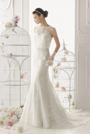 Lovely and elegant laced wedding dress!   Rochie de mireasa deosebit de eleganta, brodata cu dantela pretioasa!