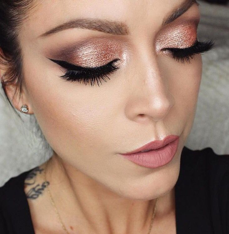 Rose gold with mauve lips looks very chic! -Grace