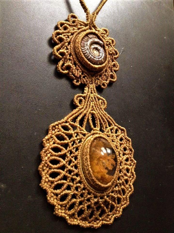 Macramè necklace with lodolite quartz and ammonite fossil.