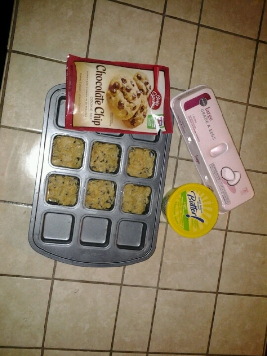 Betty Crocker Recipe with two simple ingredients in the Pampered Chef Brownie Tin.