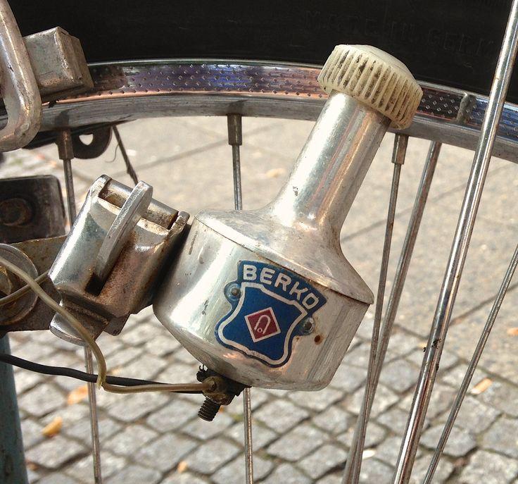 La dynamo du vélo... son petit bruit de frottement et le miracle de la lumière du phare !