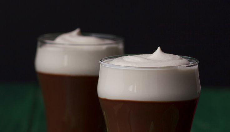 Envie de déguster une recette 100% irlandaise ? Le Guinness Pudding fait partie des incontournables ! Au programme, bière irlandaise et saveurs sucrées !