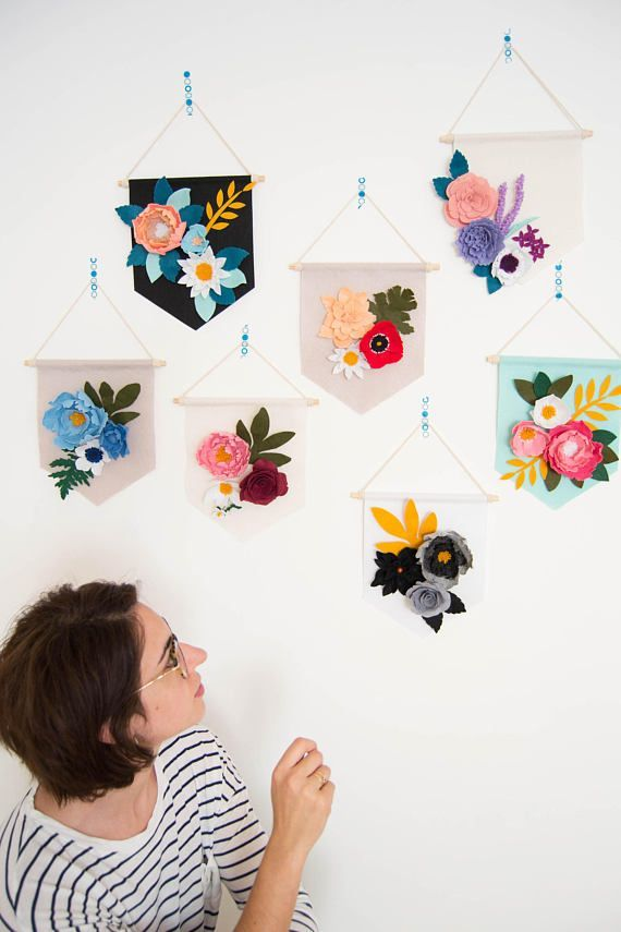 Felt flower decorative banner to give a touch of color to any corner of the house. Perfect for decorating any space in your home (study room, living room, childrens room ...) and for the decoration of special events like a wedding, a baby shower, christening or others. Measures: 25cm #feltflowers