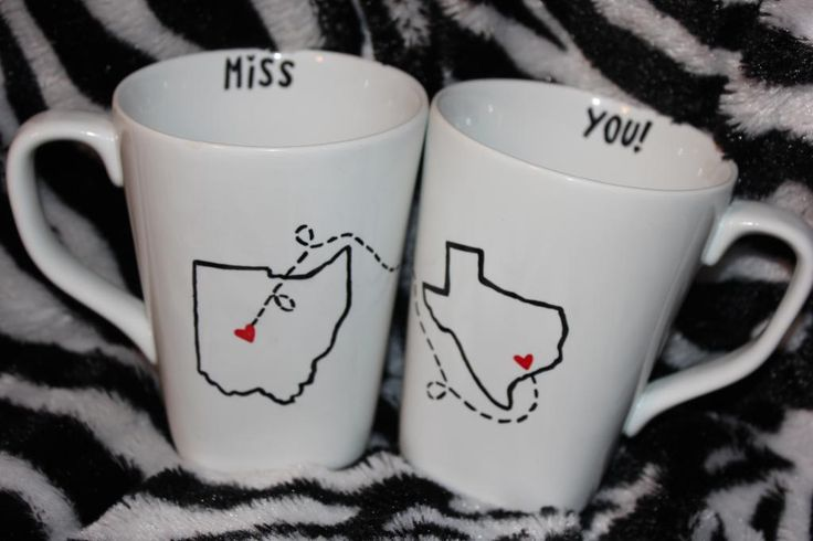 Long distance BFF coffee mugs. I might just have to do this!