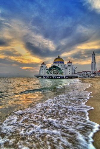 Masjid Selat Melaka I