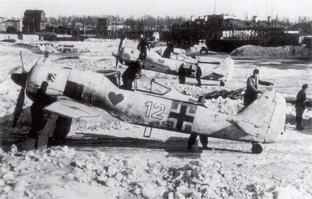 Focke Wulf Fw - 190A 4 byte 12 white assigned to Hauptmann Helmut Wettstein of 1 Staffel of Jagdgeschwader 54 'Grunherz' (green heart)-1. /-JG54, Krasnogvardiesk field in Russia during the winter of 1942-43