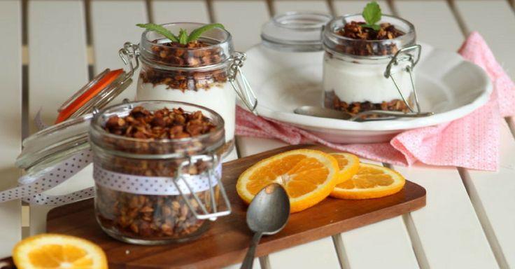 Domácí pomerančové müsli s čokoládou a mandlemi