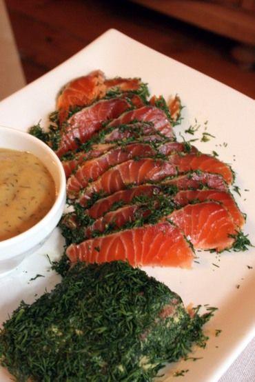 Domácí gravlax (gravad lax) z celého filetu lososa, nejlépe podle kuchařky Ramsayho.