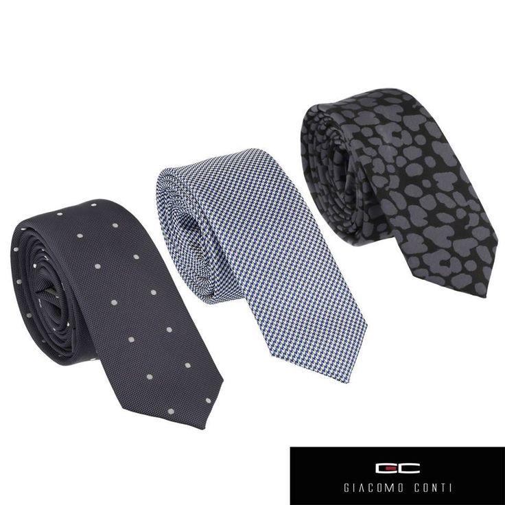 Niektórzy uważają, że krawat męski jest odpowiednikiem damskiej torebki Musi więc być wyjątkowy!  Poniżej przedstawiamy trzy propozycje krawatów z Giacomo Conti, dzięki którym z całą pewnością wyróżnicie się w tłumie. Czarny w białe grochy, drobną pepitkę czy może z monochromatycznych wzorem?   Który podoba Wam się najbardziej? Więcej propozycji znajdziecie na naszym salonie w GH Sky Tower! https://www.facebook.com/GiacomoPL