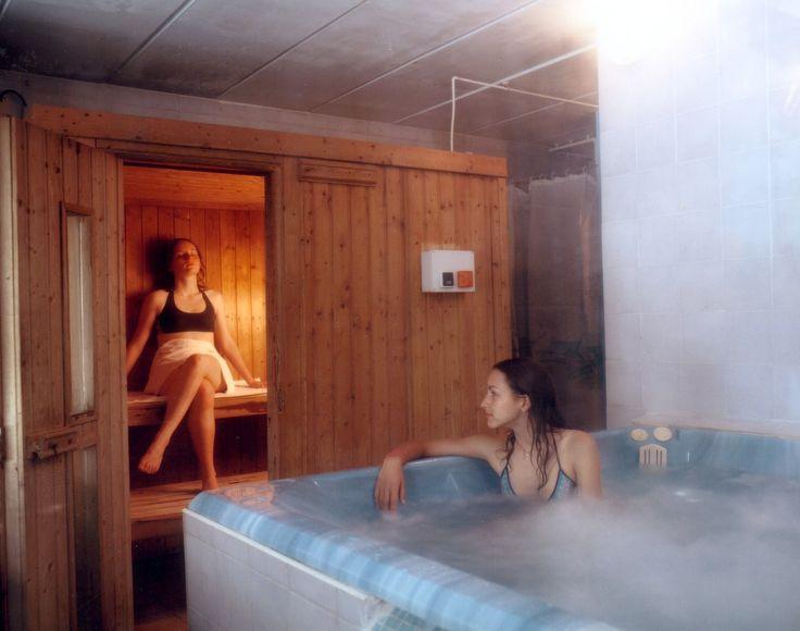#hôtel #Troyes #champagne #restaurant #salle musculation #piscine #sauna #jacuzzi Le sauna et jacuzzi du complexe sportif du Motel Savinien