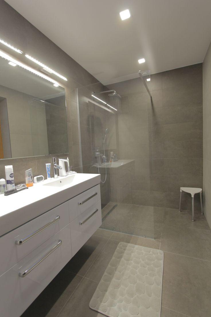 Tiny Bathroom Redesign