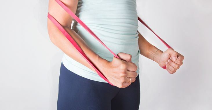 Work out using a giant rubber band? Sure, why not! Resistance bands are available in a variety of lengths and strengths and, when used correctly, are an awesome, effective way to level up any stren...