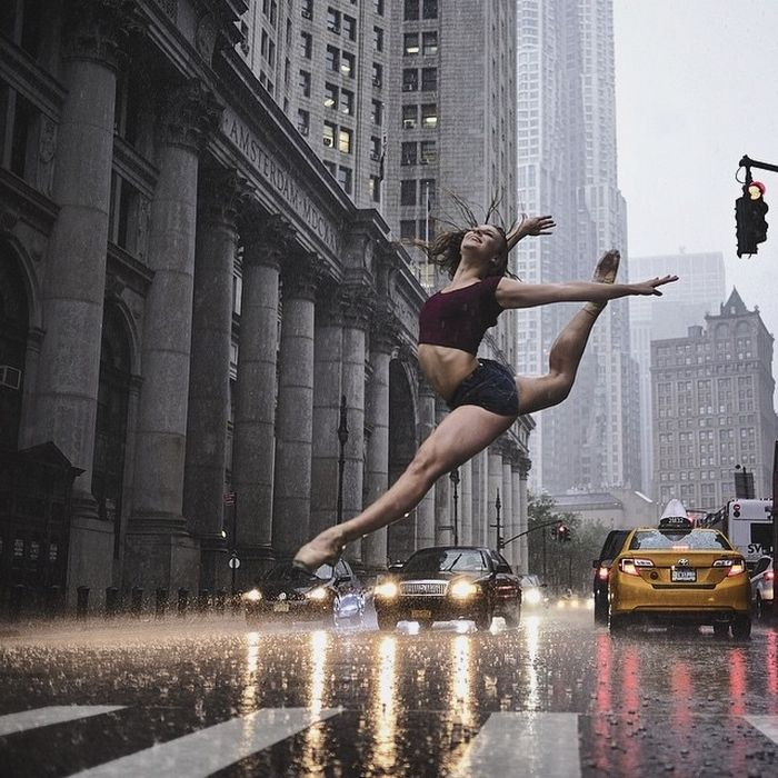 Photographs of ballet dancers performing on the streets of New York City by Omar Roble.