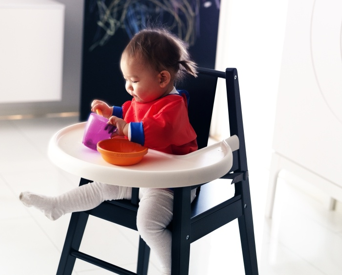 The BLÅMES highchair helps your child develop their eating and social skills.