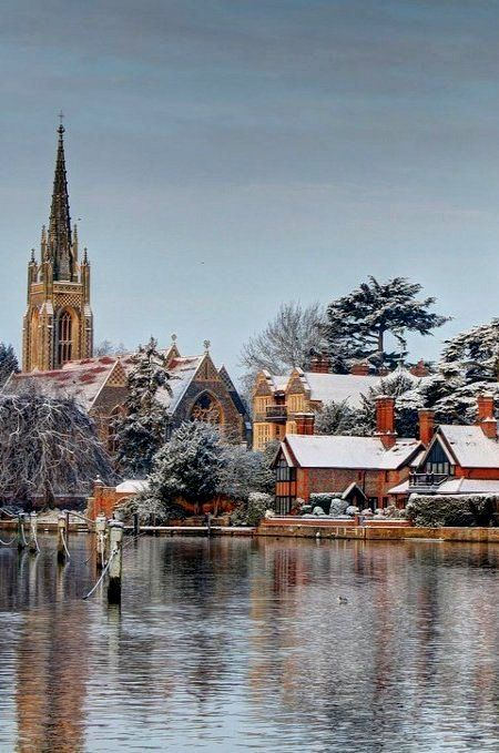 Marlow ~ is a town located on the Thames River within Wycombe District in south Buckingham, England