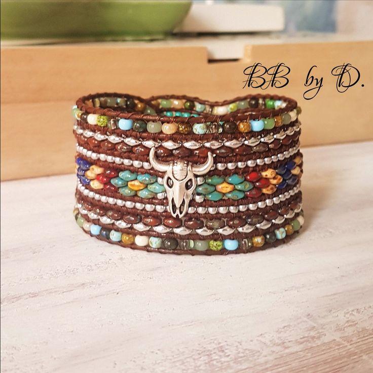 Bracelet Wrap Multi-Rangs , cuir, perles et crâne de buffle style boho, Hippie. Manchette bleu, beige, vert Picasso. Boho leather bracelet