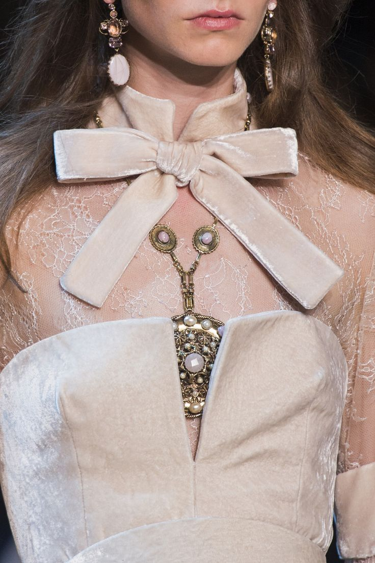 Elie Saab at Couture Fall 2017 (Details)