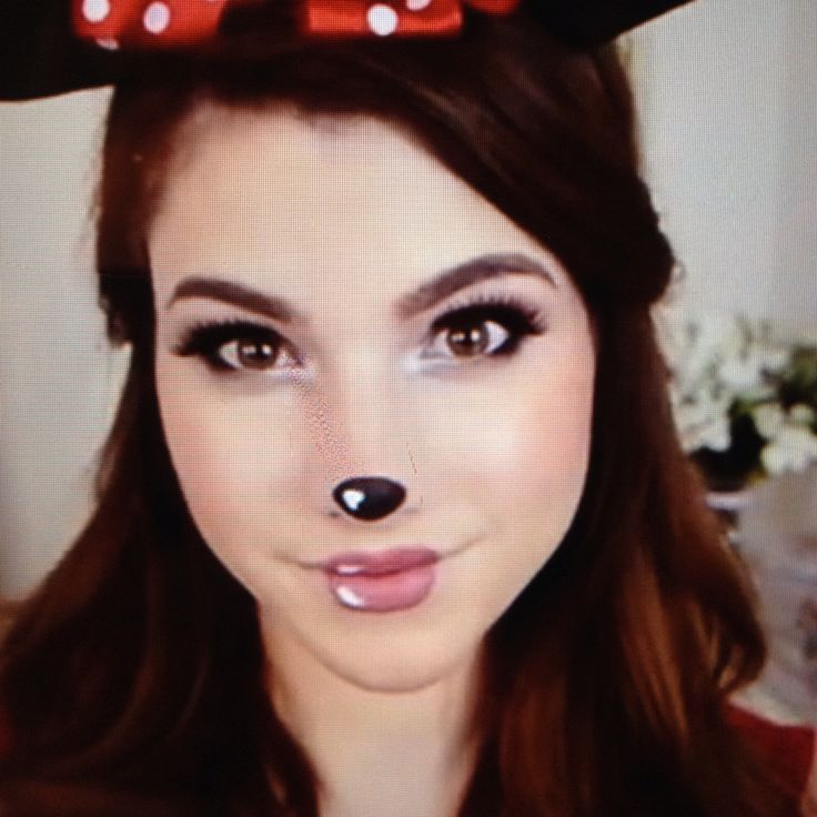 Kayleigh Noelle- mini mouse makeup
