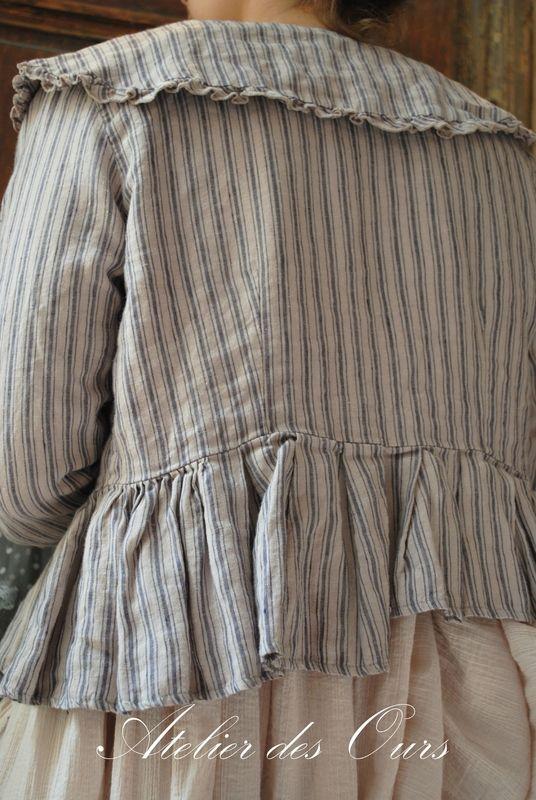 MLLE LOLA : Veste rayée Les Ours, tunique en crêpe de coton, pantalon Les Ours, chaussettes Les Ours, chaussures TRIPPEN - Atelier des Ours....