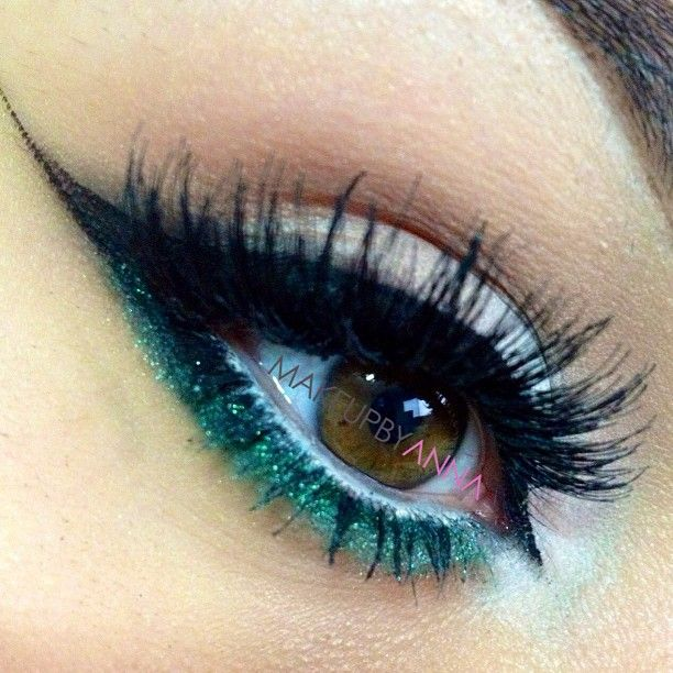 Neutral eye makeup with heavy winged liner and green glitter #eyes #eye #makeup #dramatic