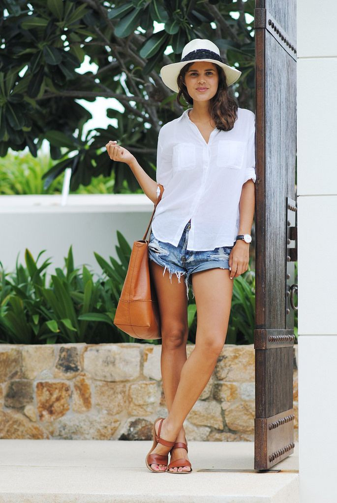 Oneteapsoon shorts, J. Crew tote, basic white tee, that hat... effortless, chic, perfect for anything casual. Style envy!