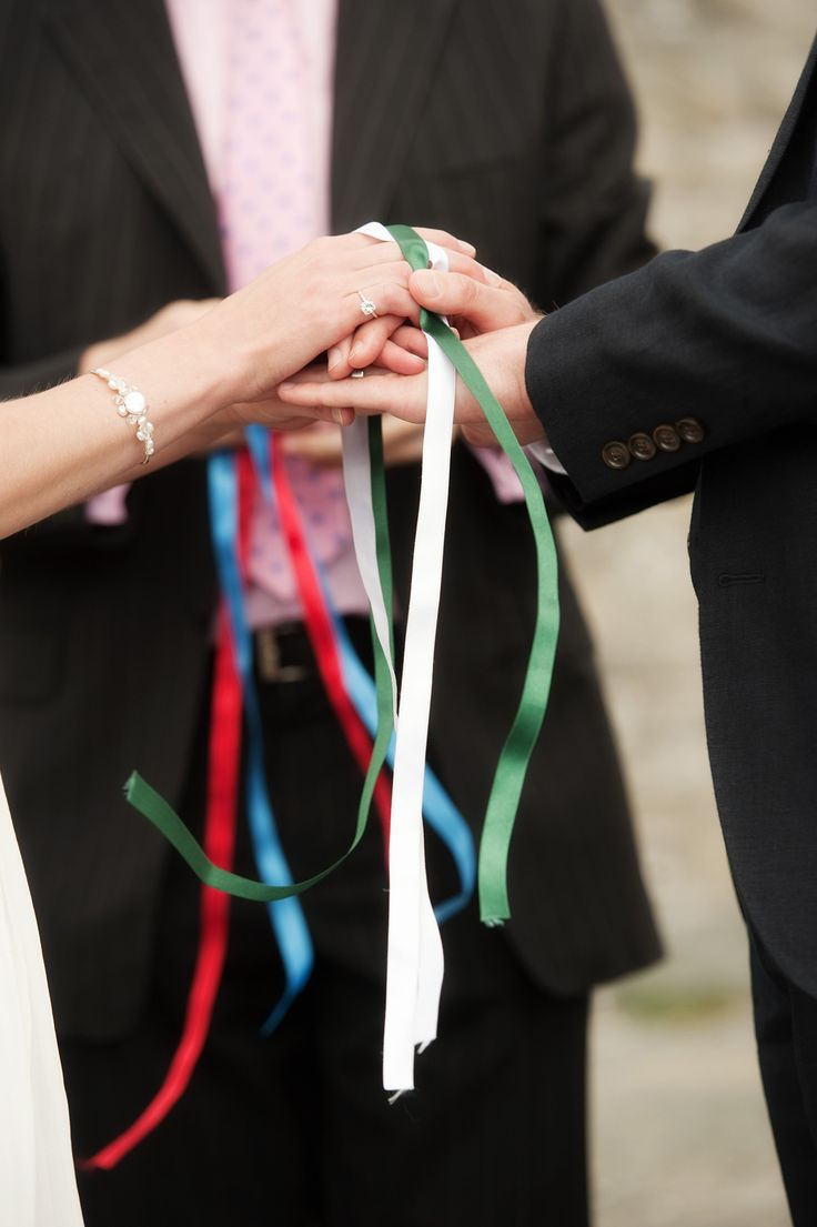 Quot Tying The Knot Quot In An Irish Hand Fastening Photo By Www