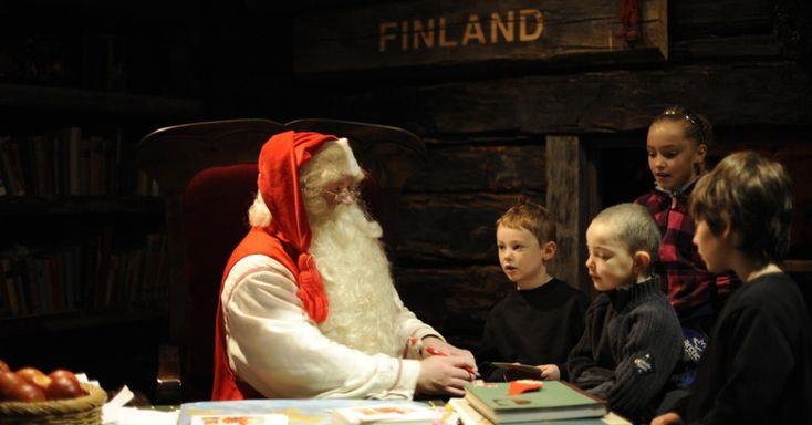 Enquanto lendas que datam da década de 1820 dizem que o Polo Norte é a residência oficial do Papai Noel, os finlandeses acreditam que a casa do bom velhinho fica na verdade em Lapland. Nessa região da Finlândia, crianças fazem biscoitos com a Mamãe Noel e frequentam aulas de caligrafia para escrever suas cartas com pedidos de Natal AFP