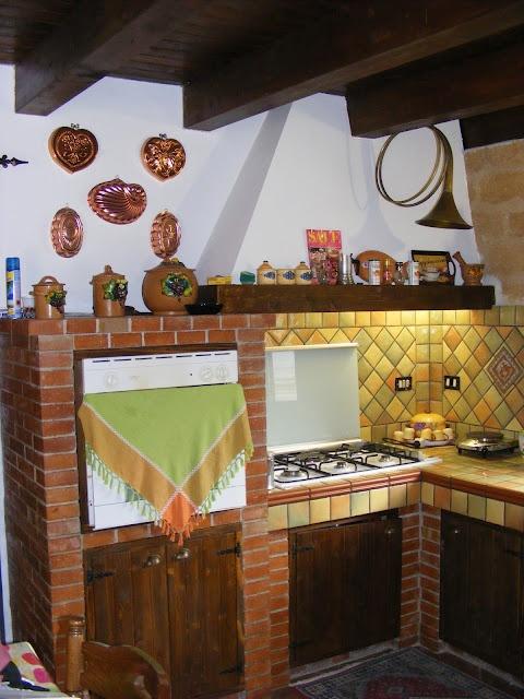 Oltre 1000 idee su case di mattoni su pinterest esterno - Cucina rustica in pietra ...