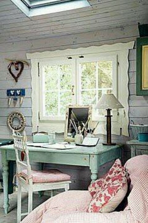 LOVE the window!!! By Dumpster Diva.