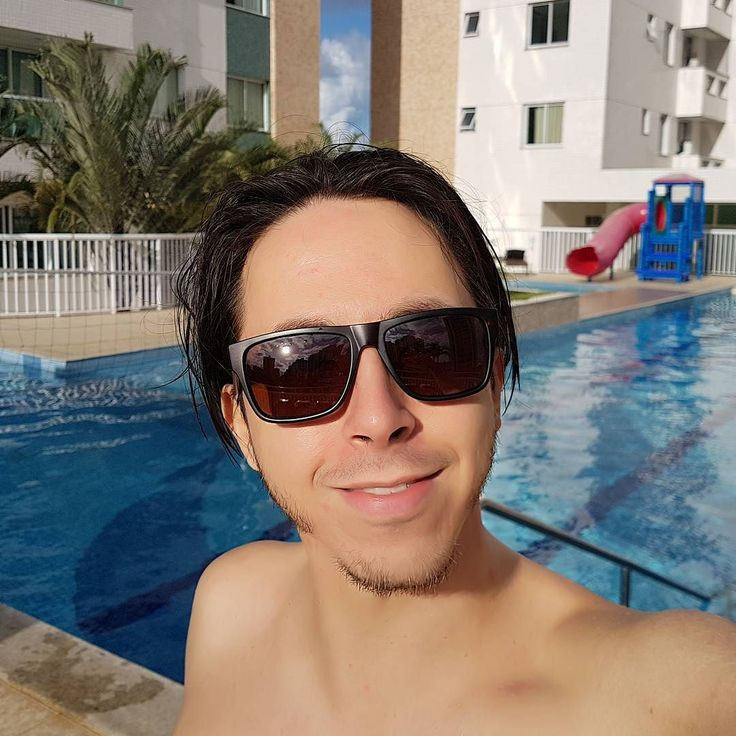 Eu escolhi ser feliz!  Sentir o sol tirar um tempo só pra você apaixonar-se pela própria existência.  Vida sem filtro!  #semfiltro #piscina #sol #aracaju #sergipe #banho #sentir #brisa #amor #amar-se #selfie #sem #filtro #oculos #rafarafa #rafarafamoreira #soueu #fotododia #bomdia #boatarde #pordosol #amor #feliz #siga