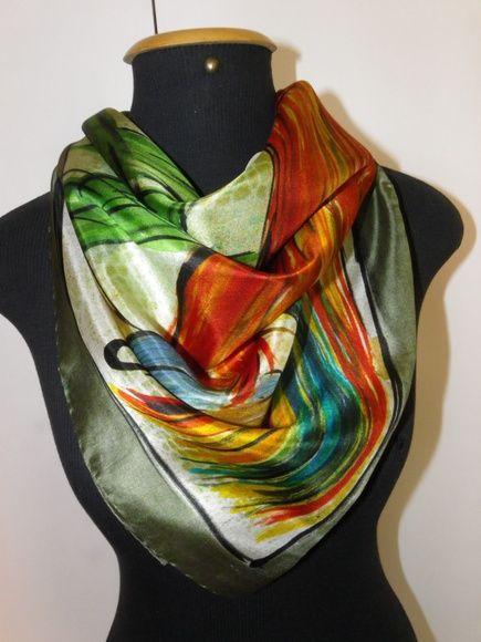 Lindo lenço de seda pura, pongé 5, pintada à mão, estampando uma coloridíssima arara vermelha em uma paisagem florida, tipicamente tropical. Especialmente feita para a mulher contemporânea e antenada com a moda! R$ 170,00