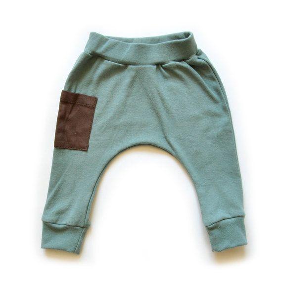 Bebé niño / bebé calzoncillos largos pantalones en cian con un bolsillo lateral marrón