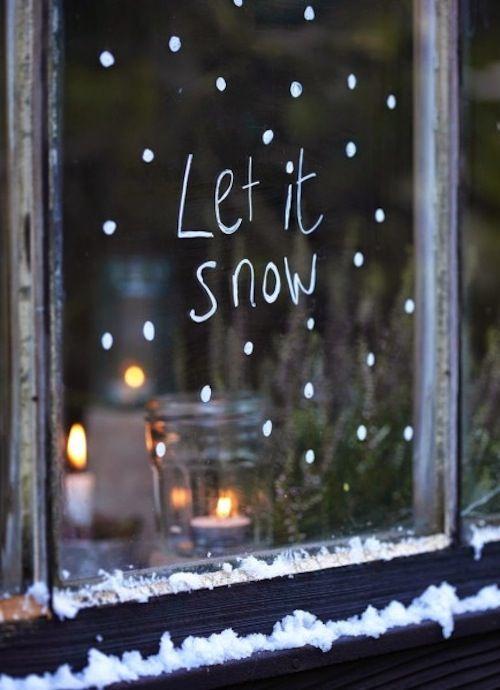 Schrijf of teken op de ramen een leuke kerst tekst met een raam-marker!