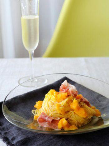 《レシピ》メロンに生ハム・・・ではなく、マンゴーに生ハム!生ハムの塩辛さとマンゴーの甘さが絶妙なおしゃれパスタ。