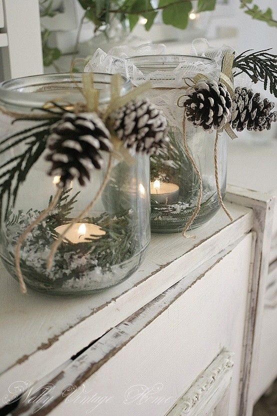 DIY Christmas centerpiece. Mason jar, greenery, pine cones