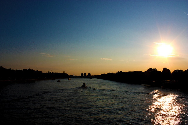 Chelsea Bridge at sunset via http://townfish.com. Follow us: http://twitter.com/townfish_london
