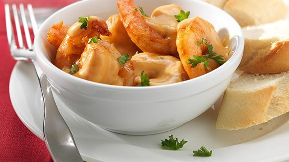 Dit scampi recept is heerlijk als voorgerecht. Maar in combinatie met pasta meteen een stevig hoofdgerecht. Heb je graag pikant, vervang dan het paprikapoeder door cayenne en je hebt meteen een scampi diabolique!
