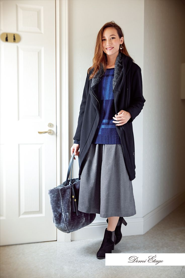 青×グレーのクール配色コーデで知的な女性らしさをアピール♪ #maria_coordinate #大人カジュアル #demi_etage #ドゥミエタージュ #ootd #fashion #winter #冬コーデ #ニット #青 #グレー #スカーチョ