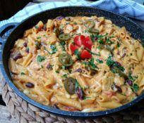 Kipróbált Mexikói csirkés tészta recept egyenesen a Receptneked.hu gyűjteményéből. Küldte: GastroHobbi GmLm