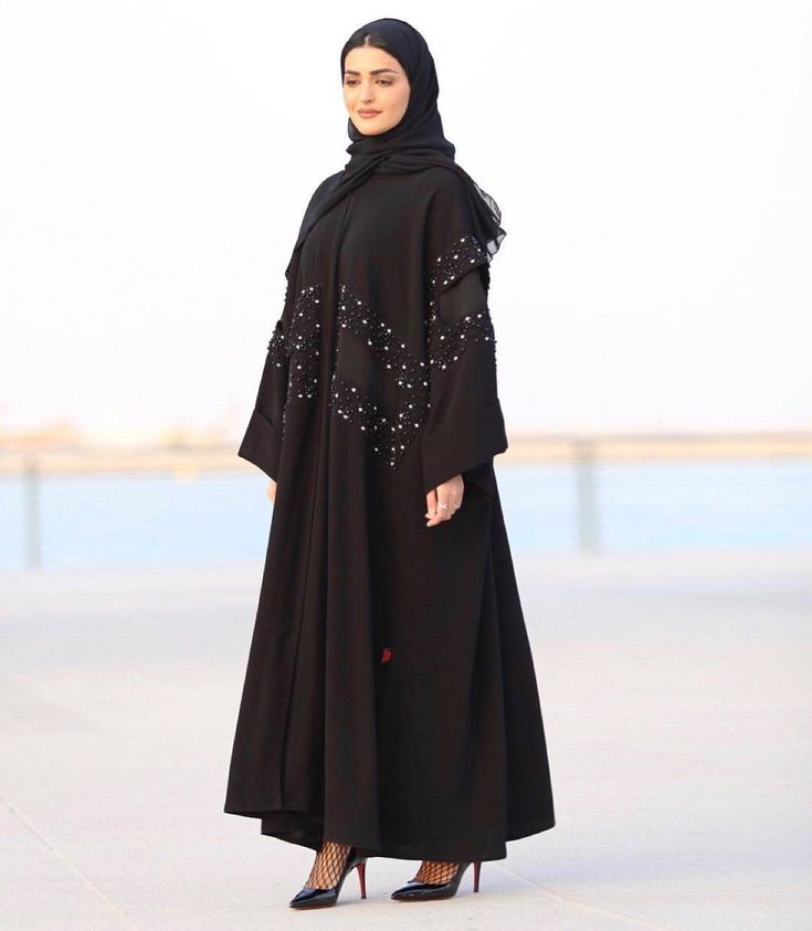 #Repost @haneenalsaify with @instatoolsapp إن لم تخاطر بأي شيء فلن تحصل على أي شيء .. Agree or disagree ? Abaya by: @alooooloo #abayas #l4l #intm and @sheikha.boutique @kam_227 @mrssrs1987