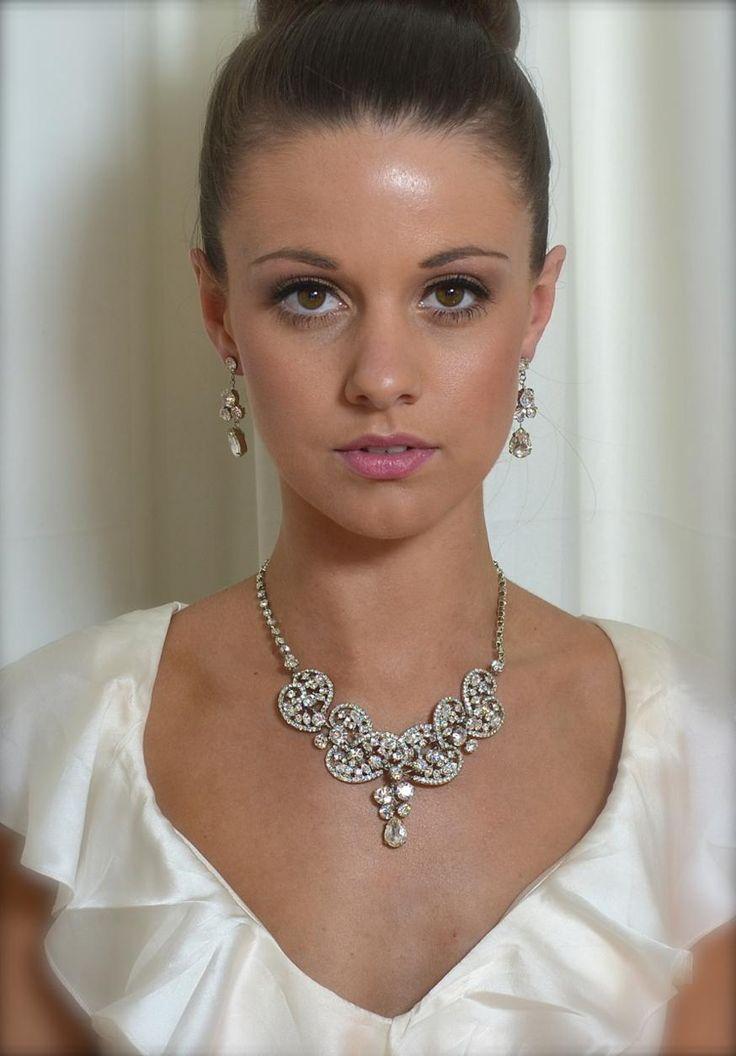 WN733 Semi Bib necklace