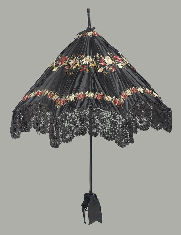 19th century, America - Parasol - Large black satin parasol embroidered  with polychrome silks,